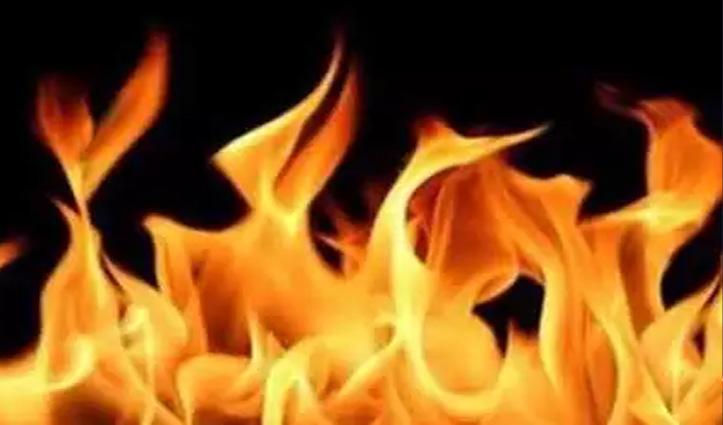 कहासुनी के बाद गुस्से में आया युवक, Petrol डालकर खुद को लगाई आग