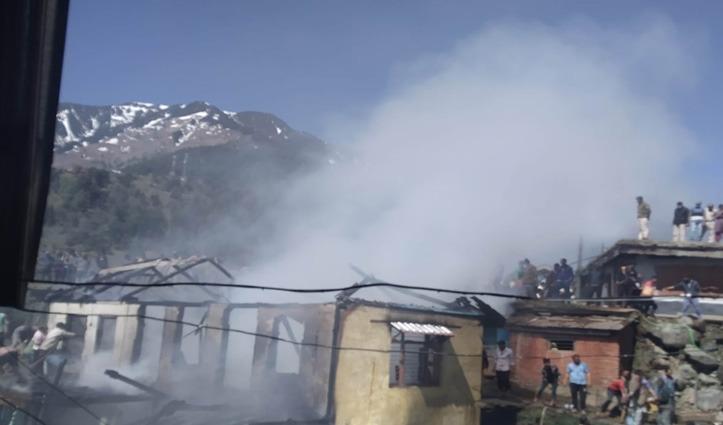 Breaking : चंबा की भांदल पंचायत में  तीन भाईयों का मकान जलकर राख