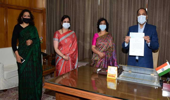 HP IAS Wives Association contributes Rs 4.50 lakh towards CMRF/CRF