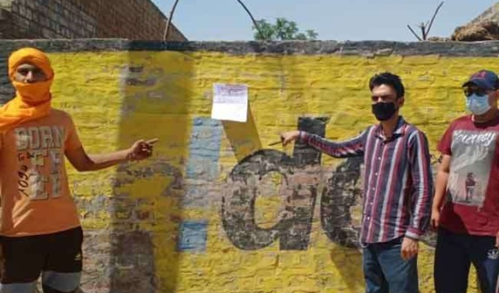 दीवार पर चिपकाया Poster – मुझे कोरोना वायरस, गांव में फैलाकर लूंगा बदला
