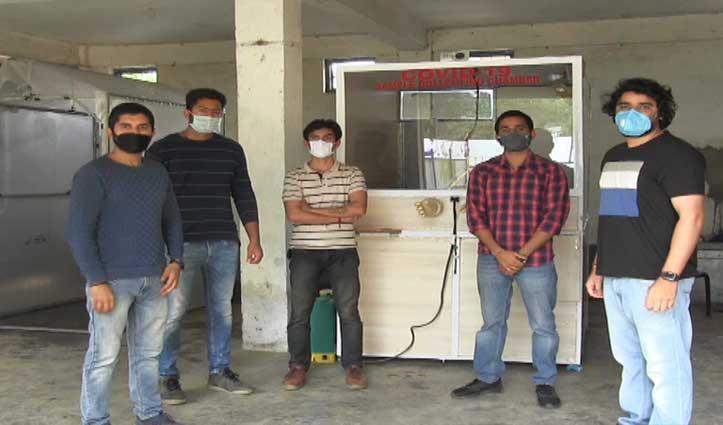 Mandi के पांच दोस्तों ने जुगाड़ से बना डाला कोविड-19 सैंपल कलेक्शन चैंबर