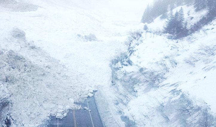 Manali-Rohtang Road पर जगह-जगह गिर रहे हिमखंड, शुरू नहीं हो पाई HRTC बस सेवा
