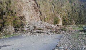 कांगड़ा - नंदरूल सड़क पर भूस्खलन