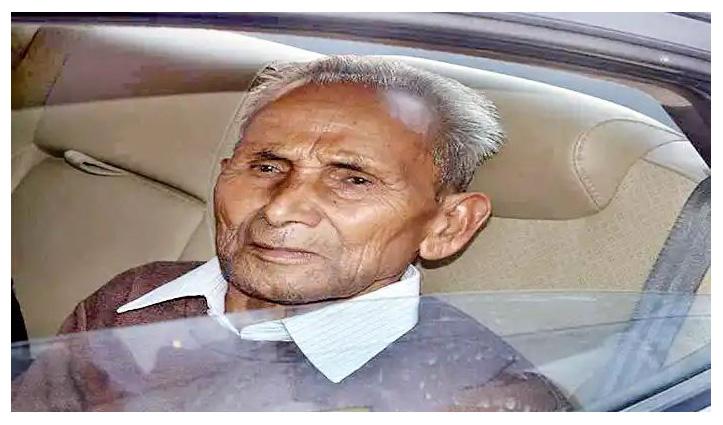 CM योगी के पिता आनंद सिंह बिष्ट का AIIMS में निधन, पार्थिव शरीर लाया जा रहा पैतृक गांव