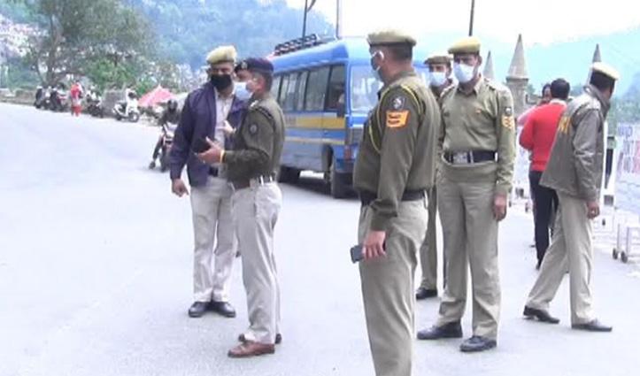 पुलिस ने पकड़े Working Hours में बाजार घूम रहे आवश्यक सेवाओं में तैनात कर्मी