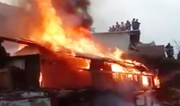 Shillai के बालीकोटी में लकड़ी का दो मंजिला मकान जलकर राख, लाखों का नुकसान
