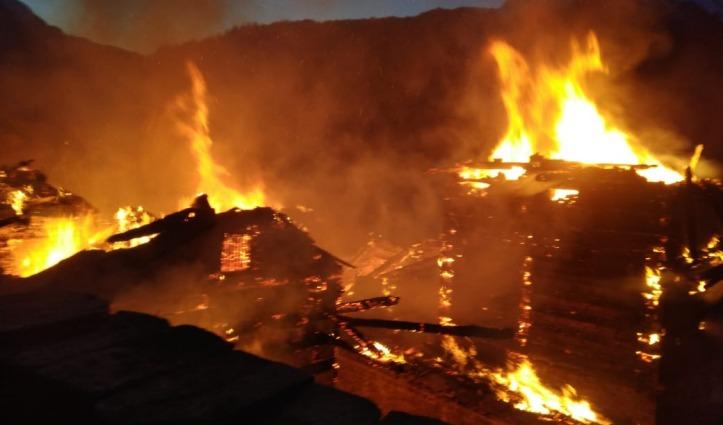 Breaking: चिड़गांव में फिर भीषण अग्निकांडः एक व्यक्ति जिंदा जला, 7 घर राख