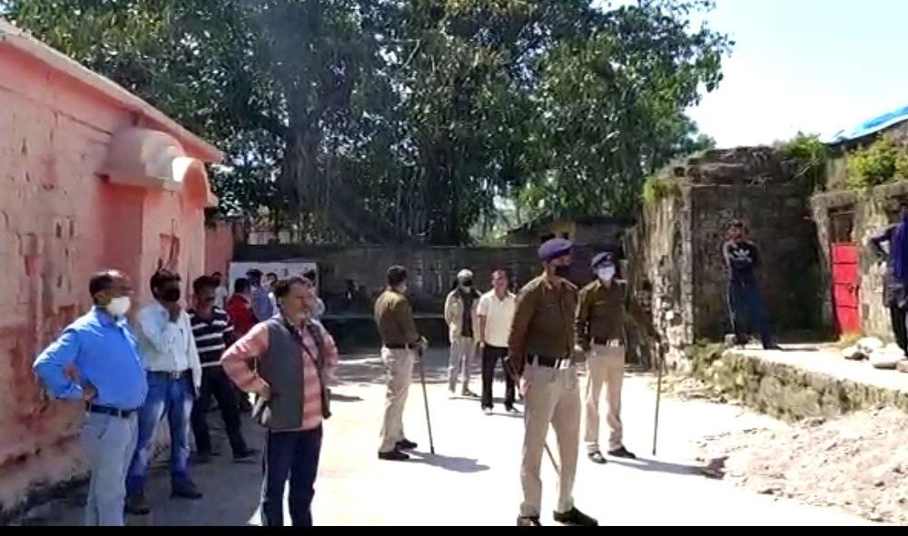 मुसीबत की घड़ी में श्री राम चंद्र मंदिर बना कश्मीरी मजदूरों के लिए आसरा