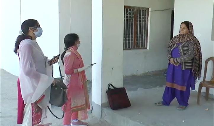 कोरोना  से बचावः घर-घर जा कर लोगों की पड़ताल कर रही Health Department की टीमें