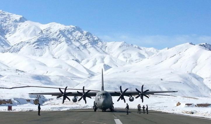 Iran में फंसे लद्दाख के 57 लोगों को लेकर Kargil पहुंचा विशेष विमान, क्वारंटाइन केंद्र पहुंचाए