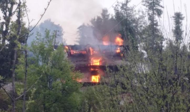 Kullu और चंबा में आग का तांडव, दो मकान-एक दुकान जलकर राख -लाखों का नुकसान