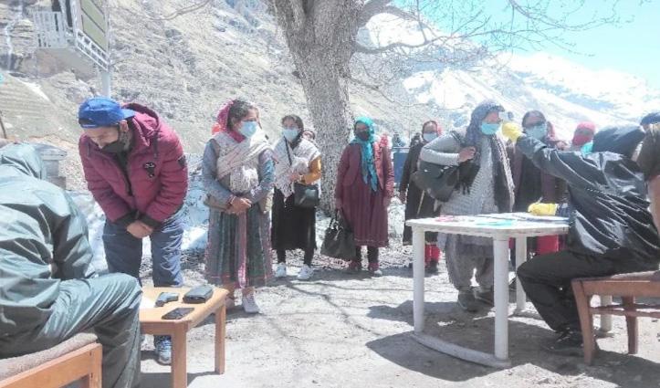 Rohtang खुलते ही लाहुल जाने को उमड़ी भीड़, 88 वाहनों में 526 पहुंचे घाटी
