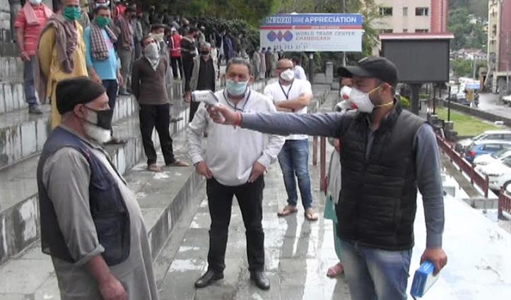 Corona से बचावः मंडी शहर में व्यापार मंडल ने करवाई मजदूरों की Screening