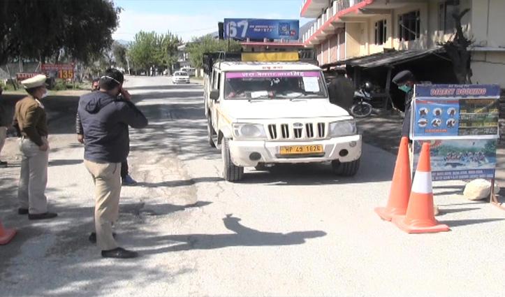 Mandi की सीमाओं पर पुलिस चौकस, बिना पास के नहीं मिल रही एंट्री