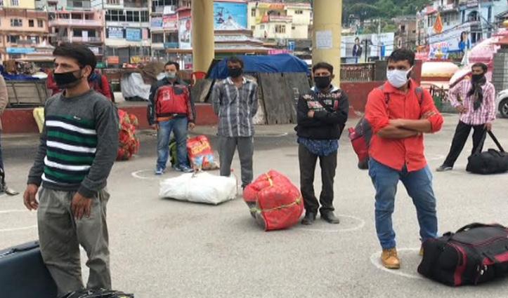 Mandi: 67 कश्मीरी मजदूर अनुमति के बाद अपने घर के लिए हुए रवाना