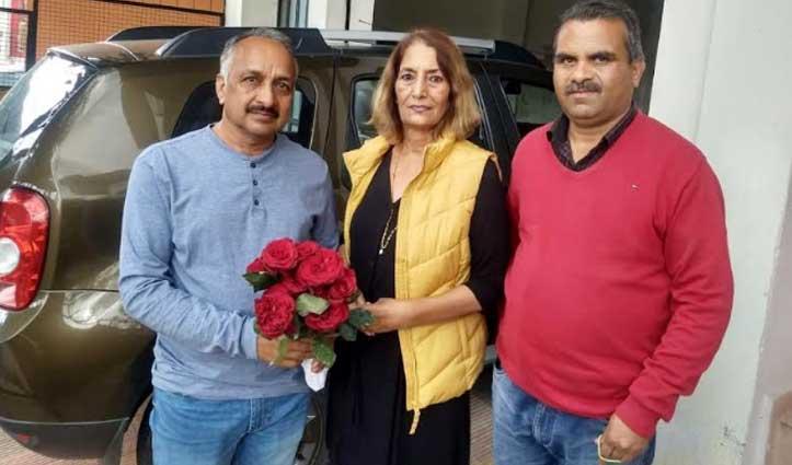 Mandi में 128 लोगों का 28 दिन का क्वारंटाइन पीरियड पूरा, प्रशासन ने फूल देकर कहा Thanx