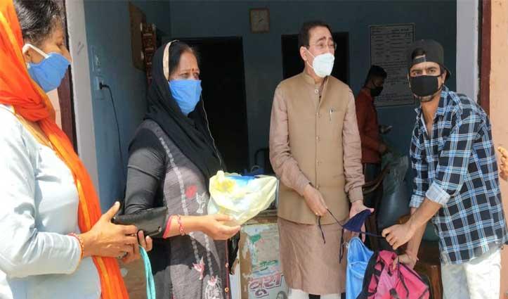 Parmar ने पनापर में 157 परिवारों को 28 क्विंटल चावल और चने बांटे