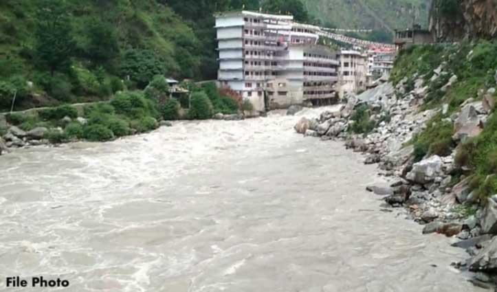 Kullu: नाचते-नाचते पार्वती नदी में गिरा व्यक्ति, पानी के तेज बहाव में लापता