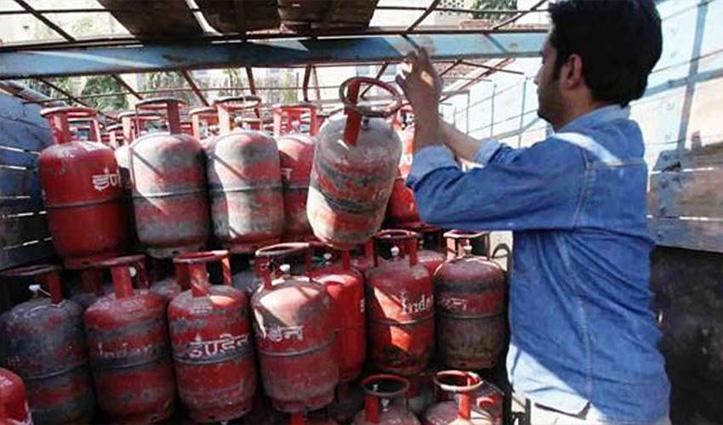 खुशखबरी : कम हो गए गैस सिलेंडर के दाम, यहां चेक करें नई कीमतें