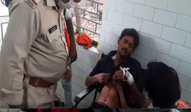 MP में सफाईकर्मी पर किया गया कुल्हाड़ी से जानलेवा हमला; अन्य ने मोहल्ले में जाने से मना किया