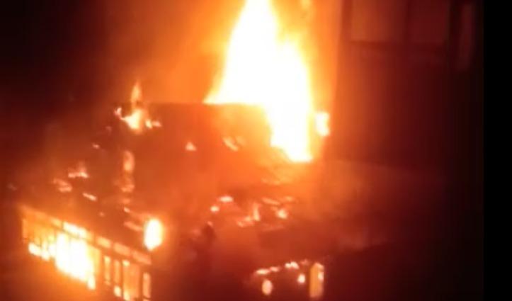 हिमाचल के एक गांव में भीषण आग से मकान जलकर स्वाह, लाखों का हुआ नुकसान