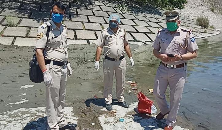 Breaking: यमुना नदी के किनारे पॉलीथीन मेंमिला नवजात का शव