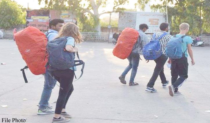 मैक्लोडगंज से 35 अमेरिकी पर्यटकों को दो वॉल्वों बसों में Chandigarh भेजा