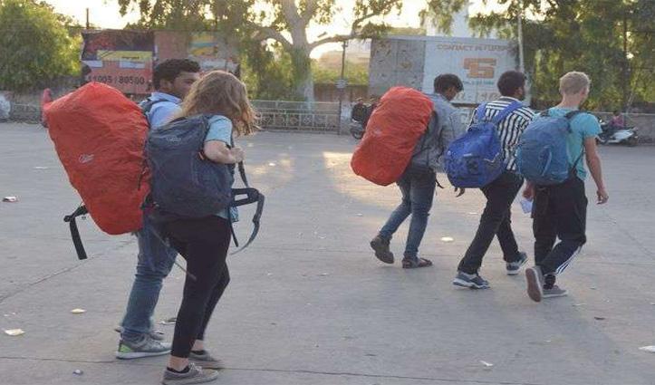 मैक्लोडगंज के होटल व गेस्ट हाउस में ठहरे 21 विदेशी पर्यटक Delhi लौटे