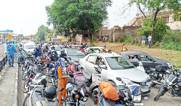 24 घंटे में 6396 गाड़ियों में बाहरी राज्यों से Himachal में दाखिल हुए 23361 लोग