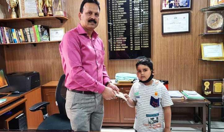 नन्हे दानी ने जेब खर्च से बचाकर रखे पैसे किए दान, भाई-बहन भी आए आगे