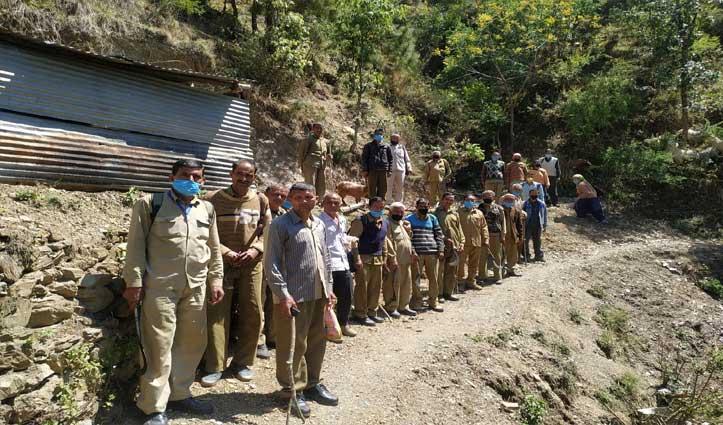 PWD ने बिना अनुमति काम करने भेज दिए 30 मजदूर, Forest Department ने रोका काम