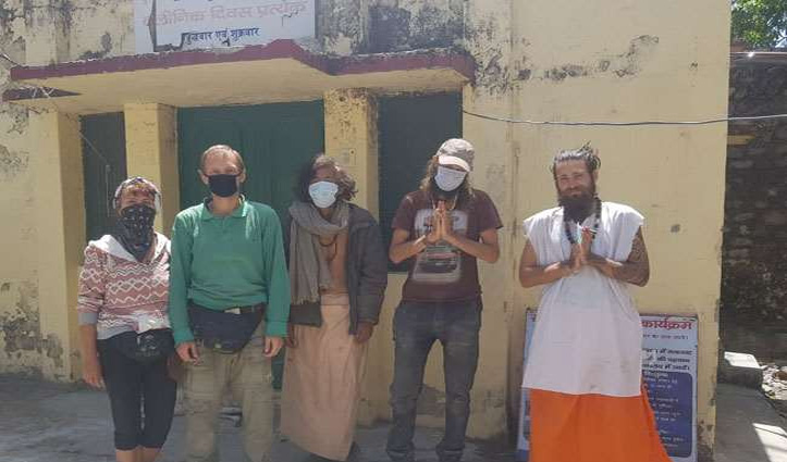 Uttrakhand: पुलिस के हत्थे चढ़े गुफाओं में छिपे छह विदेशी; किया गया क्वारंटाइन