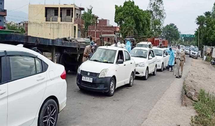 घर वापसी को Baddi Barrier पर लोगों का जमावड़ा, 1000 से अधिक वाहन कतार में