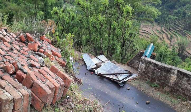 Mandi के लेदा पशु चिकित्सालय में तूफान से उड़ी छत, 2 कर्मचारियों सहित 4 घायल