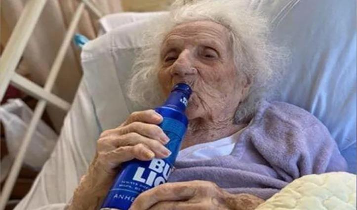 100 साल से ज्यादा उम्र वाली इस दादी ने जीती Corona से जंग, ऐसे किया Celebrate