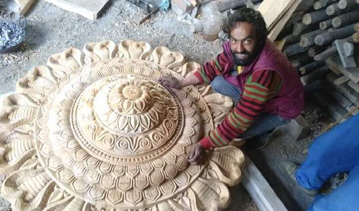 डोले राम का कमाल, लकड़ी की बेजान मूरत में भी डाल देते हैं जान
