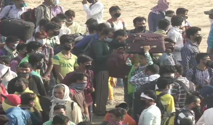 घर लौट रहे पैदल मजदूरों को रोका तो फूटा गुस्सा, Saharanpur-Ambala Highway जाम