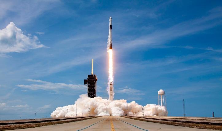 अमेरिका ने रचा इतिहास – NASA ने लॉन्च किया ह्यूमन स्पेस मिशन