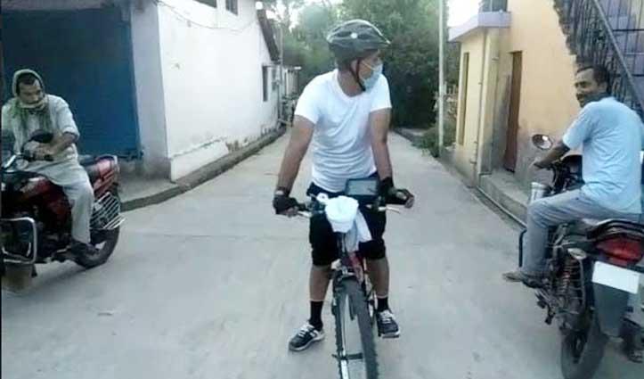 हिमाचल का एक SDM जो साइकिल पर होम क्वारंटाइन लोगों पर रख रहा नजर