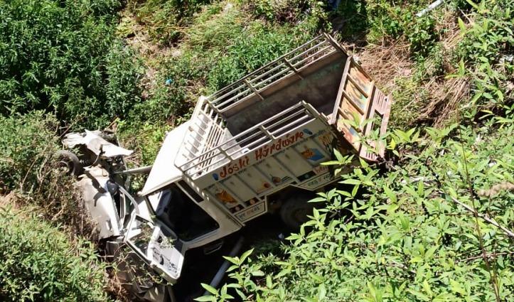 Shimla : पिकअप ने कार को मारी टक्कर, सड़क से नीचे लुढ़की दोनों गाड़ियां
