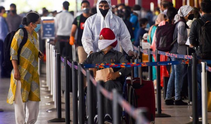 आसमान में Lockdown खत्म होते ही यात्री हुए परेशान, Delhi Airport से 82 उड़ानें कैंसिल, नहीं मिली कोई जानकारी
