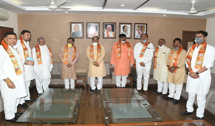 MP: उपचुनाव से पहले कांग्रेस को झटका; CM शिवराज की मौजूदगी में BJP में शामिल 6 बड़े नेता