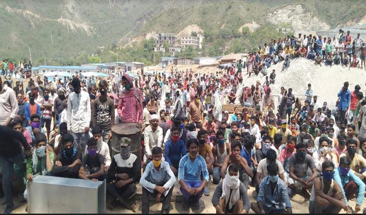 AIIMS बिलासपुरभवन निर्माण में लगे सैकड़ों मजदूरों का टूटा सब्र, घर भेजने की उठाई मांग