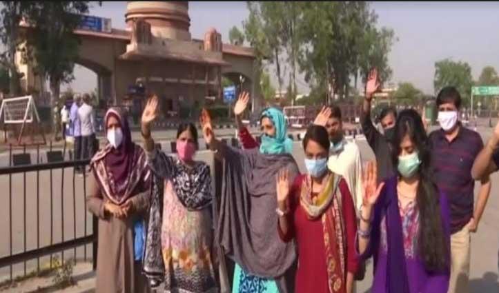अटारी-वाघा बॉर्डर के रास्ते वतन लौटे India में फंसे 179 Pakistani