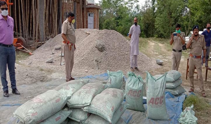 लेंटल डालने के लिए कर रहे थे सरकारी Cement का प्रयोग, 187 बोरी बरामद