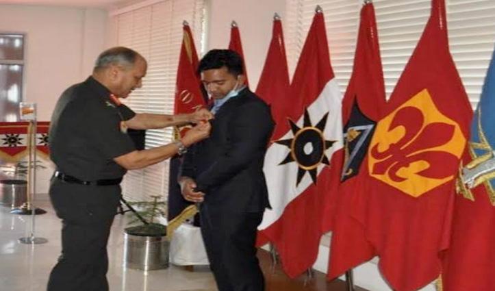 Covid-19: आर्मी कमांडर ने जांची सेना की तैयारियां, DC Kangra को किया सम्मानित