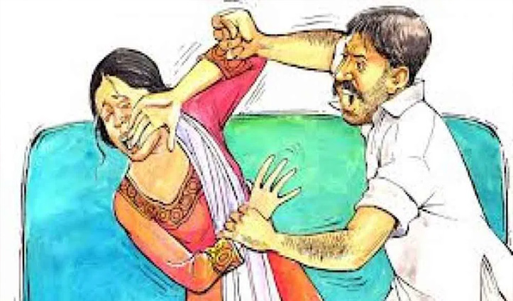 Una: खेतों में गोबर फेंकने जा रही महिला को जड़े थप्पड़, धक्का देकर गिराया