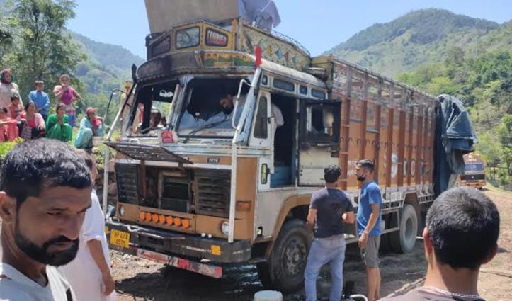बरमाणा में घर के पास खड़े किए Truck में लगी आग, कैबिन जला
