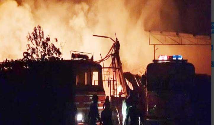 हरियाणा विस स्पीकर की Plywood Factory में लगी भीषण आग, लाखों का सामान राख