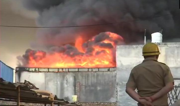 Delhi – गोदाम में भड़की भीषण आग, दमकल की 30 गाड़ियां मौके पर